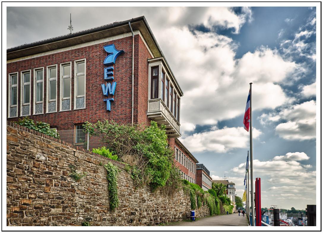 EWT Schiffahrtsgesellschaft Spedition Duisburg Logistik Binnenschifffahrt Ruhrort NRW